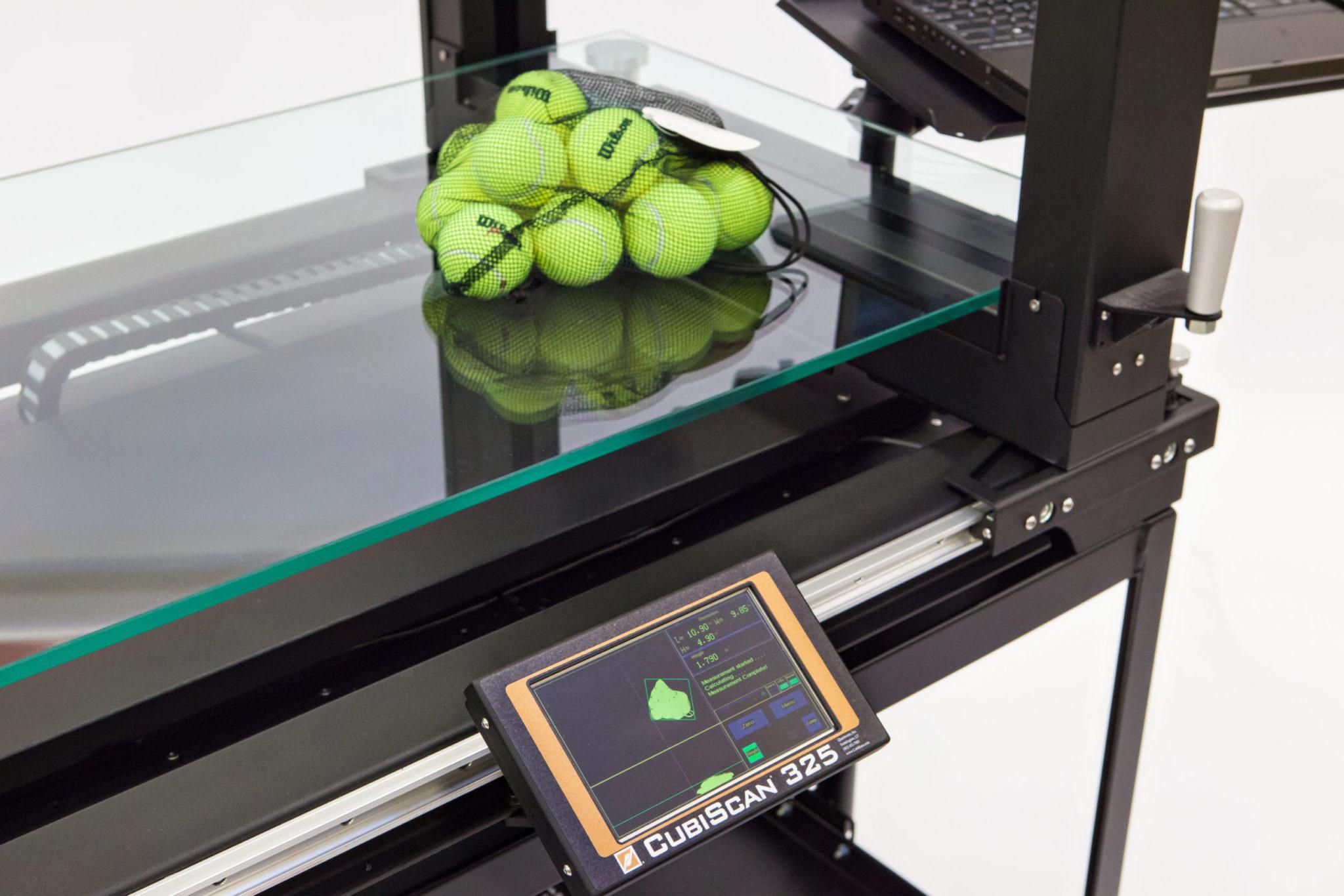 CubiScan 325 Tennisbälle in Netz