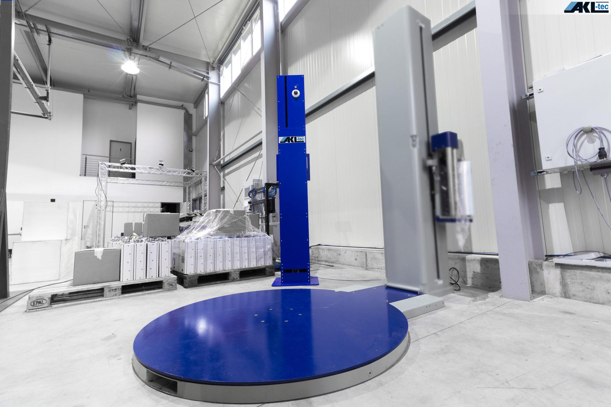 Hier sehen Sie unseren APACHE s9. Dieses System kann das Objekt direkt auf einer Wickelmaschine oder einem Drehteller vermessen.